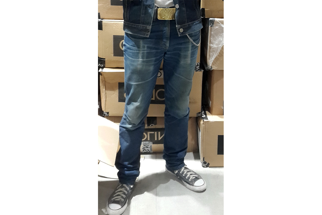 fade-of-the-day-wrangler-36mwz-rigid-11-months-3-washes-2-soaks-model-front.jpg
